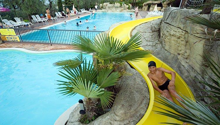 camping_eden_zwembad_waterglijbaan.jpg