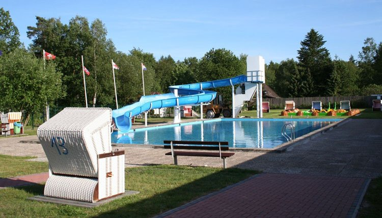 vakantiepark_heidesee_buitenbad.jpg