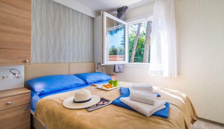 resort_centinera_stacaravan_ouderslaapkamer.jpg