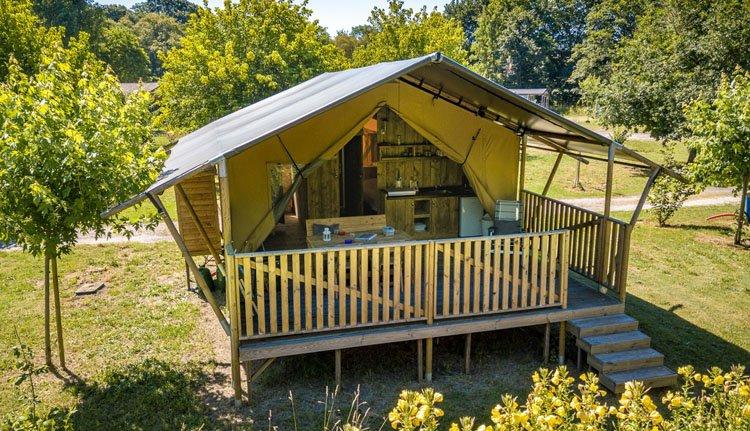 camping_borken_am_see_safaritenten_met_badkamer_exterieur.jpg