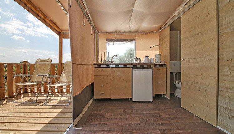 lodgetent deluxe keuken.jpg