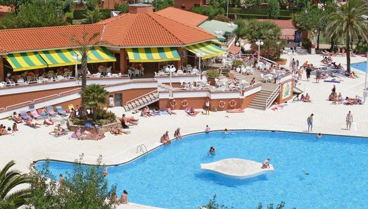Camping El Delfin Verde - zwembad in de vorm van een dolfijn