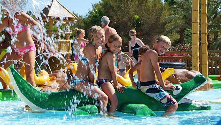 Camping La Baume - zwembad met veel fun voor kids