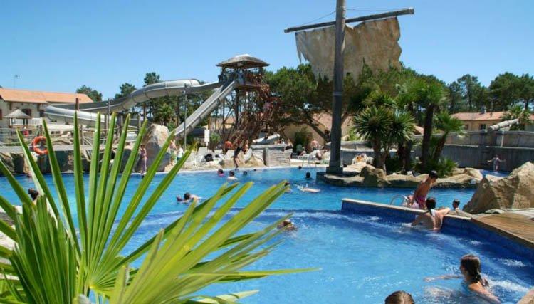 Camping Le Vieux Port - zwembad met glijbanen