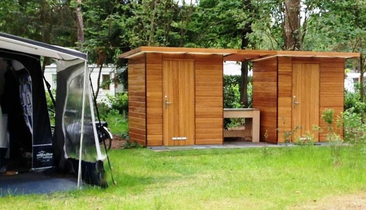 kampeerplaats comfort  sanitairgebouw buitenkant