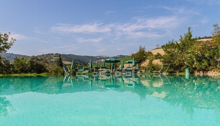 Podere sei Poorte- zwembad met uitzicht bergen