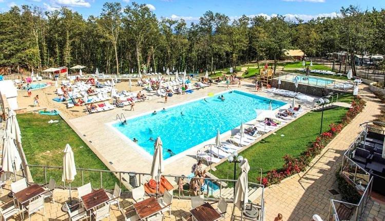 camping_orlando neem een verfrissende duik in het zwembad