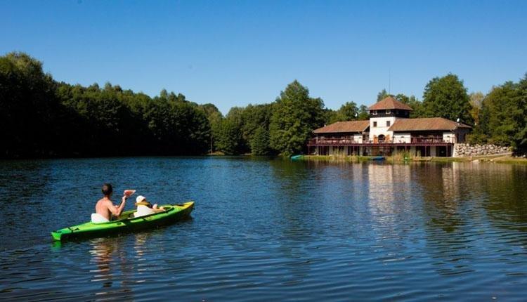 Domaine des Messires - kanoën op het meer