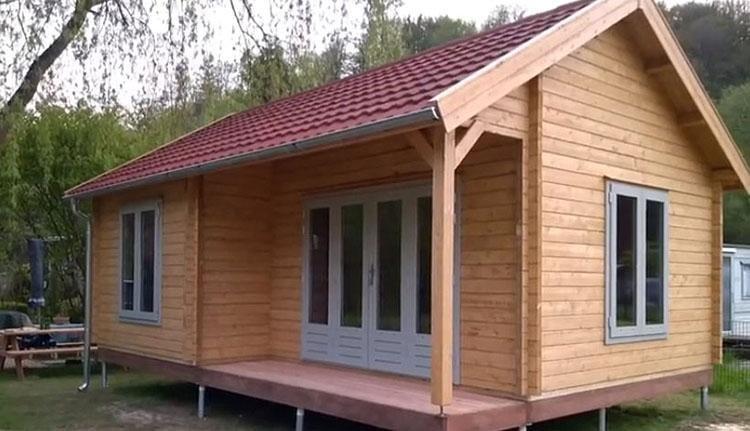 Camping Borken am See - houten chalet veranda